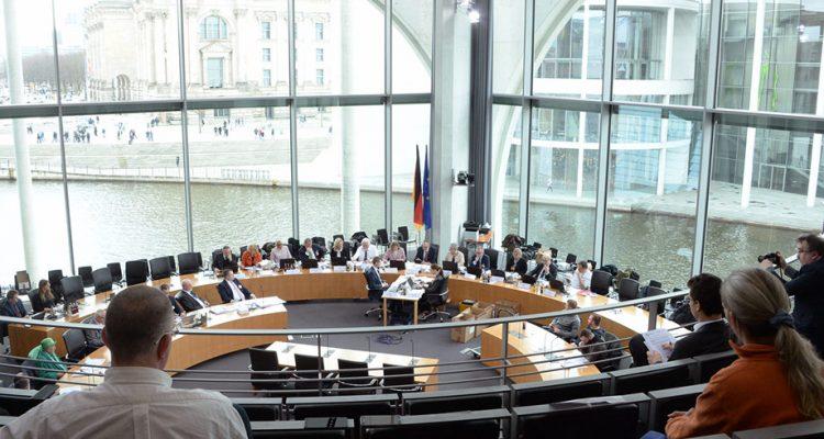 Petitionsausschuss Des Deutschen Bundestag Prüft TSVG